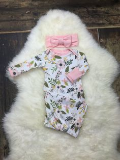 Newborn Girl Coming Home Outfit Baby Layette Gown in Pink Floral; newborn sleeper newborn photography Premie girl new born baby clothes Newborn Girl Outfits, Baby Girl Newborn, Baby Outfits, Baby Baby, Sew Baby, Funny Baby Clothes, Babies Clothes, Babies Stuff, Newborn Sleeper