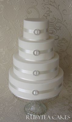 Simple Elegance Wedding Cake | Flickr - Photo Sharing! with intricate gold lines added and maybe some whit flowers, it would be perfectly elvish <3