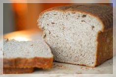 Pão de forma caseiro da Palmirinha: Já imaginou fazer pão caseiro sem sova, com apenas um descanso e preparando tudo no liquidificador (ou mexendo em uma tigela, como fiz)? A ...