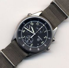 Watches Ideas SEIKO Royal Air Force Chronograph Discovred by : Todd Snyder Vintage Military Watches, Vintage Watches, Cool Watches, Watches For Men, Seiko Mod, Watches Photography, Affordable Watches, Vintage Rolex, Seiko Watches