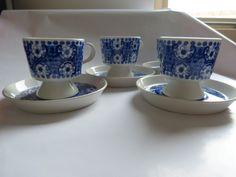 Cups and saucers designed bij Raija Uosikkinen
