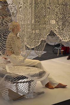 Night Sea of Love, SFAC Gallery, 2012 Depuis un quinzaine d'années, Tahiti Pehrson découpe inlassablement le papier. Cet artiste du Nevada dessine à main levée avec son exacto pour créer de …