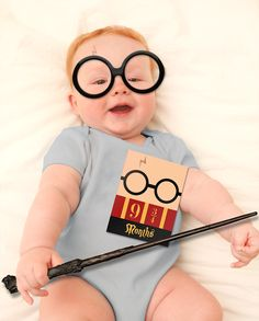 Baby Milestone Printable PDF – Harry Potter Themed Printable Cards Showcase your baby's weekly and monthly milestones in full wizard fashion! The cards feature a minimalist Harry Potter inspired print. Just use a color printer to print onto white cardstock or full sheet label paper, cut out, and fold. Then place near your baby and photograph away!