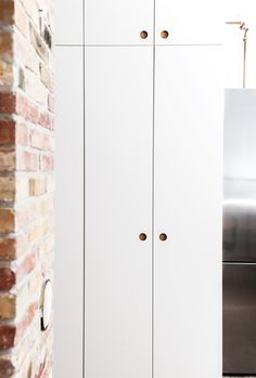 Reform Basis 01 kitchen with white painted drawers and fronts and a table top in solid oak on IKEA elements.