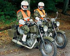 En service Super 4, Swiss Army, Ducati, Cars And Motorcycles, Switzerland, Motorbikes, Classic, Vehicles, Army