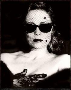 Faye Dunaway - Photo by Helmut Newton. °