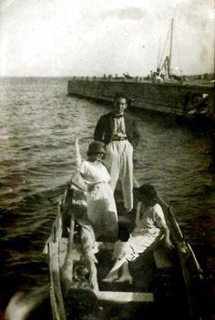''bir tatlı huzur almaya geldik Kalamıştan!'' F: Kalamış, 1920ler... #istanbul #oldphotos #birzamanlar #istanlook