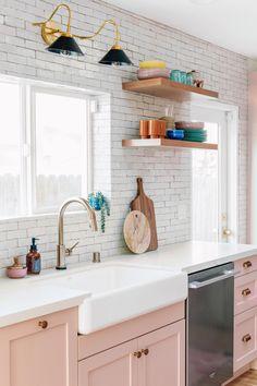 Cottage kitchen design - Studio DIY's Pink Kitchen Transformation Seriously Wows – Cottage kitchen design Pink Kitchen Cabinets, Kitchen Buffet, Home Decor Kitchen, New Kitchen, Kitchen Backsplash, Upper Cabinets, Pink Kitchen Furniture, Awesome Kitchen, Kitchen Countertops