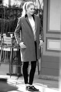 Street Style – model doutzen kroes, coat, black skinny jeans, loafers