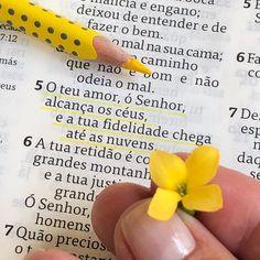 "DiarioComDeusOficial on Instagram: ""💛Salmos 36.5 🌼💛 __________________________ ENTREGA SUA VIDA AOS CUIDADOS DO SENHOR e DESCANSE em Suas Promessas. Permita que Deus molde…"" Jesus Loves Me, King Of Kings, Positive Words, God Is Good, Bible Verses, Christ, Faith, Peace, Wallpaper"