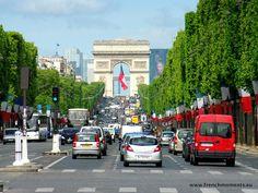Today at the Champs-Élysées! // Aujourd'hui sur les Champs-Élysées ! http://www.frenchmoments.eu/avenue-des-champs-elysees-paris/