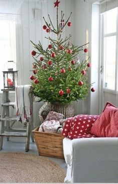 Christmas tree by Vibeke Design Nordic Christmas, Noel Christmas, Merry Little Christmas, Country Christmas, Simple Christmas, White Christmas, Cottage Christmas, Christmas Swags, Burlap Christmas