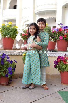 Sewing baby girl clothes mom ideas for 2019 Mommy Daughter Dresses, Little Girl Dresses, Baby Dresses, Baby Girl Dress Patterns, Baby Dress Design, Kids Dress Wear, Boy Dress, Pakistani Kids Dresses, Kids Ethnic Wear