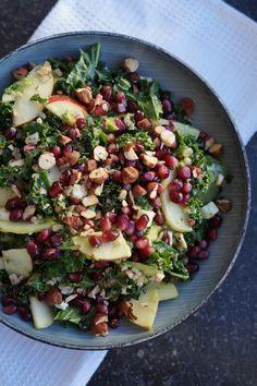 En lækker frisk salat med både noget mættende, noget cremet, noget sprødt og noget frisk. En klar anbefaling til denne grønkålssalat