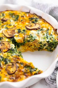 Quiche Recipes Discover Easy Crustless Spinach Quiche This Spinach Quiche is easy to make and full of delicious flavor! Youll love the combination of spinach sweet onion mushrooms and cheddar and feta cheeses. Brunch Dishes, Breakfast Dishes, Brunch Recipes, Breakfast Recipes, Vegetarian Breakfast Casserole, Spinach Quiche Recipes, Spinach And Cheese, Mushroom And Spinach Quiche, Spinach Feta Quiche