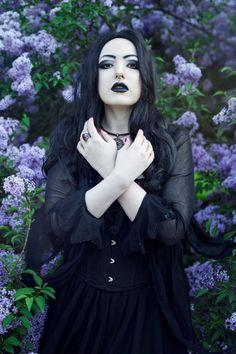 Model: Aleksandra 'Apsara' Kilczewska Photographer: Leire Blacksun
