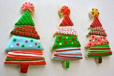 Christmas cookies simple - Christmas arrangements and ideas with treats - niedliche Kekse - Christmas Tree Cookies, Iced Cookies, Christmas Sweets, Christmas Cooking, Noel Christmas, Holiday Cookies, Cupcake Cookies, Whimsical Christmas, Simple Christmas