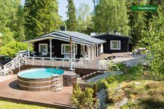 Viihtyisä terassi paljumaisella uima-altaalla - Etuovi.com Sisustus