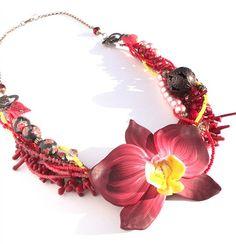 beads jewelry Bead Jewellery, Diy Jewelry, Beaded Jewelry, Fashion Jewelry, Jewelry Making, Brass Necklace, Beading Projects, Beauty Ideas, Crochet Necklace