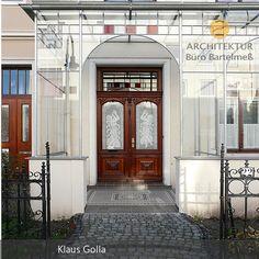 Die Stahl-Glas-Veranda wurde nachträglich an ein Altbremer Haus angebaut. Dabei wurde darauf geachtet, dass sich alles gut zum Straßenbild und zum Haus…
