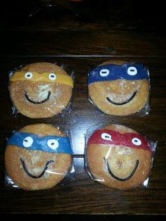 Eierkoek  Ninja turtels Ninjago Party, Smiley, Treats, Ninja Turtles, School, Food, Superheroes, Sweet Like Candy, Goodies