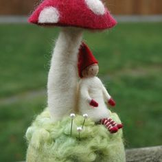 nisse under a toadstool