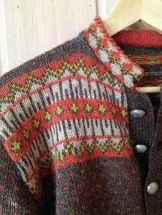 Vintage Norwegian cardigan // Eg sa strikk! Vintage Knitting, Vintage Crochet, Fair Isle Knitting, Hand Knitting, Etnic Pattern, Norwegian Knitting, Fair Isle Pattern, Knitting Patterns, Knit Crochet