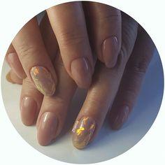 Укрепление ногтей гелем,покрытие гель-лак,фольга битое стекло