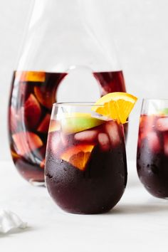 Red sangria is a sweet cocktail made from an infusion of Spanish red wine and fresh fruit. It's an easy recipe perfect for summer! Blackberry Sangria, Moscato Sangria, Sparkling Sangria, Holiday Sangria, Red Wine Sangria, Peach Sangria, Cranberry Juice, Best Sangria Recipe, Red Sangria Recipes