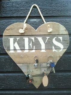 Sleutel hart van pallethout / sloophout. Leuk?? Kijk den even op marktplaats -huis en inrichting- en zoek dan op YY