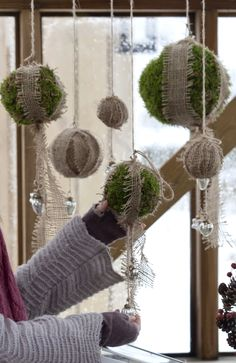 Askartele koristeeksi sammalpalloja. Make moss balls for decoration. | Unelmien Talo&Koti Kuva: Minna Mercke Schmidt