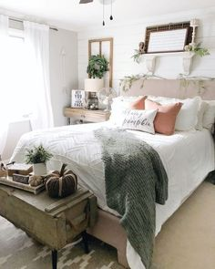 26 vintage bedroom decor ideas that not sacrificing the function for the sake of the style 09 Related Fall Bedroom, Small Room Bedroom, Closet Bedroom, Bedroom Inspo, Bedroom Colors, My Room, Bedroom Ideas, Master Bedrooms, Vintage Bedroom Decor