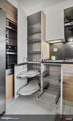 Tasarım ve uygulamasını yaptığımız bir mutfak. Kitchen Pantry Design, Diy Kitchen Storage, Modern Kitchen Cabinets, Modern Kitchen Design, Home Decor Kitchen, Kitchen Layout, Interior Design Kitchen, Kitchen Furniture, Home Kitchens