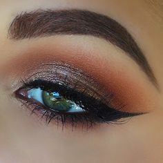 Tania Waller (taniawallerx3) used @maccosmetics soft brown and brown script in crease with tan pigment on lid.
