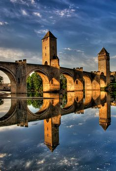Midi-Pyrénées region: Pont Valentré, a UNESCO World Heritage Site in the beautiful small town of Cahors in the South of France Places Around The World, The Places Youll Go, Places To See, Around The Worlds, Wonderful Places, Beautiful Places, Ville France, Beaux Villages, Dordogne