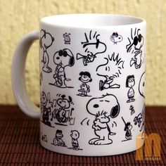 Caneca Snoopy produzido por estudiomimagens no AIRU Snoopy Mug, Coffee World, Aesthetic Drawing, Cup Design, Time Art, Mug Shots, Mug Cup, Serendipity, Cozy House