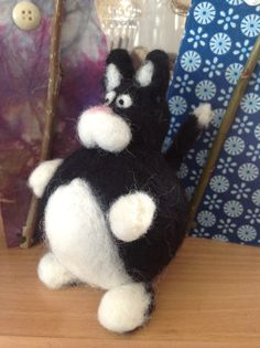 Needle felted cat made by LeenaH