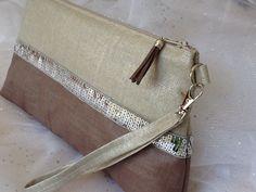Maxi pochette beige et taupe,en véritable lin enduit et paillettes : Sacs à main par lesfilsdisa