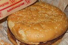 Burger z McDonald's z 1995 roku - Planeta Life Hamburger, Bread, Food, Hamburgers, Breads, Hoods, Meals, Bakeries, Burgers