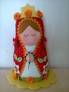 santa barbara em feltro/tecido - Pesquisa Google Holiday Ornaments, Christmas Crafts, Diy Angels, Catholic Crafts, Santa Doll, Blessed Mother, Toddler Toys, Felt Crafts, Needle Felting