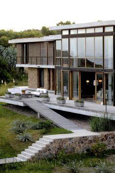 Vilacacia modern home by pfeffer torode architects