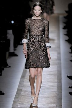 Valentino Spring 2011 Ready-to-Wear Fashion Show Collection