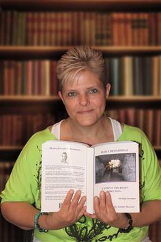 Roodepoort's Jennifer Rossouw (45) literally heals with her hands and unexpectedly became an author as a result … Here's her story!