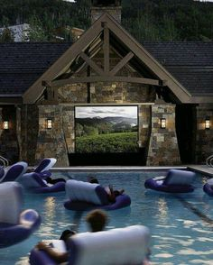 Dive-in movie theater! Outdoor backyard movie theater for the pool OMG this would be so fun! Dive In Movie, Pool Movie, Backyard Movie, Movie Party, Backyard Patio, Home Theatre, Theatre Design, Moderne Pools, My Pool