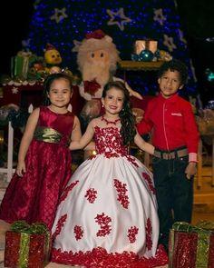 Hermosa lució Sury Loayza (centro) con uno de nuestros diseños para la portada de un suplemento navideño