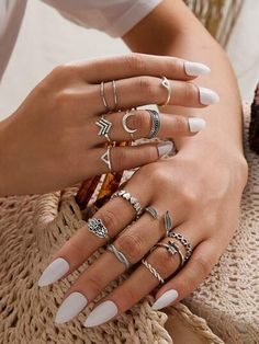 To find out about the Spiral Design Slim Ring Set at SHEIN, part of our latest Rings ready to shop online today! Stylish Jewelry, Cute Jewelry, Silver Jewelry, Jewelry Accessories, Cheap Jewelry, Sterling Silver Rings, Mid Rings, Casual Rings, Skinny Rings