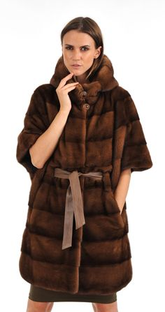 veste en vison noir et marron