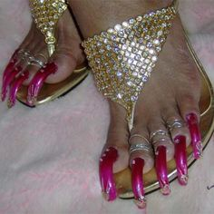how to paint your toenails and add toenail extensions to