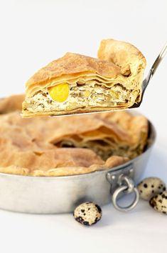 Vuoi provare una versione differente della classica torta pasqualina? Gustala con i carciofi: scopri la ricetta Sale&Pepe.