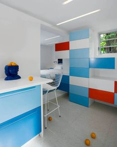 San Marino Island House is a art deco home with a recent modern addition by Robert Kaner Interior Design, situated outside of South Beach in Miami. Kitchen Colour Schemes, Kitchen Colors, Color Schemes, Funky Home Decor, Home Decor Kitchen, Shop Interior Design, Interior Decorating, Kitchen Ideas 2018, Kitchen New York